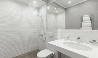 Aký obklad zvoliť do sprchovacieho kúta a okolitej kúpeľne?
