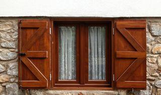 Ako si správne vybrať drevené okná a ako sa o ne treba starať?