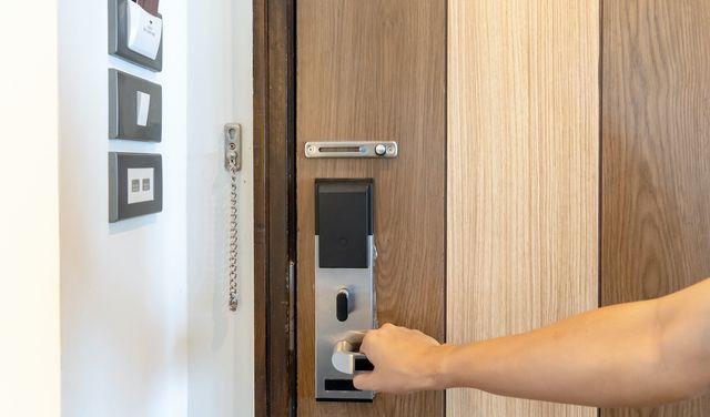 Bezpečnostné dvere do bytu – podľa čoho vyberať?
